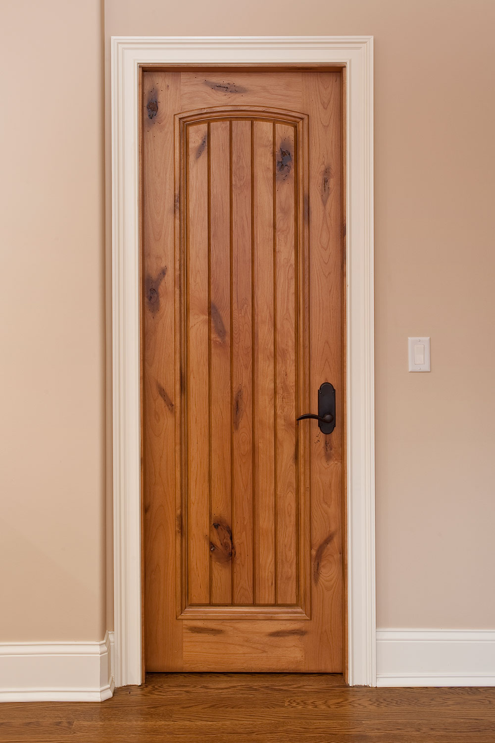 Interior Door Custom Single Solid Wood With Light Knotty Alder Finish Classic Model Dbi 501 Classic