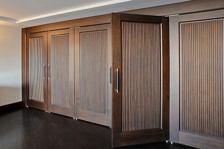 Traditional Interior Door.  single panel solid wood closet doors for luxury home DBI-580 DD