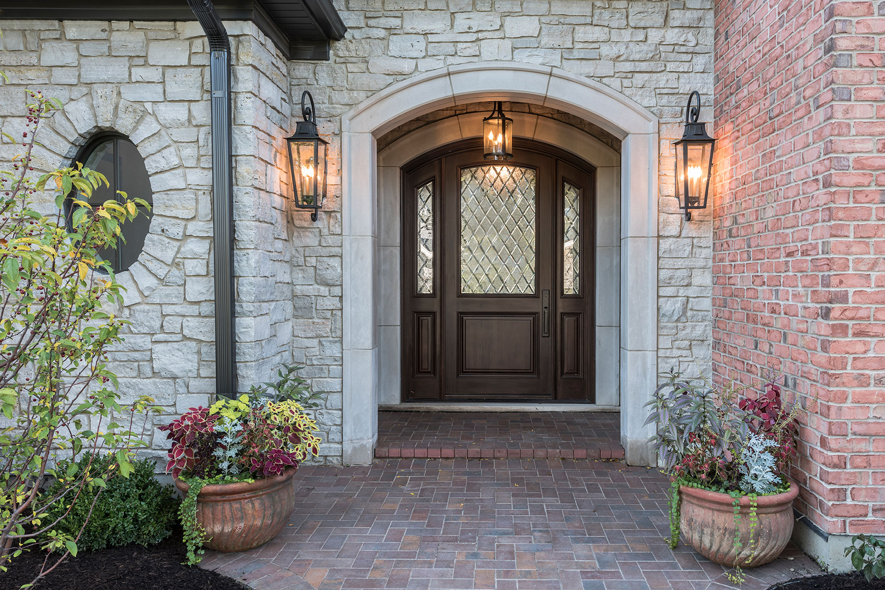 Custom Wood Front Entry Doors | exterior view of solid wood mahogany door, for luxury home DB-552WDG 2SL - Glenview Doors - Custom Doors in Chicago