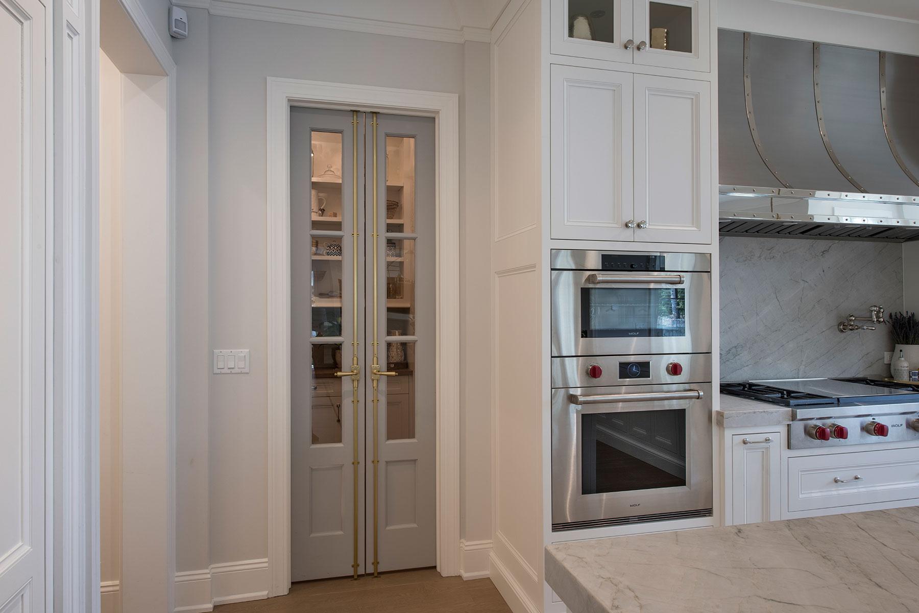 Custom Wood Interior Doors | Paint Grade Custom Interior Pantry Door, Clear Glass  - Glenview Doors - Custom Doors in Chicago