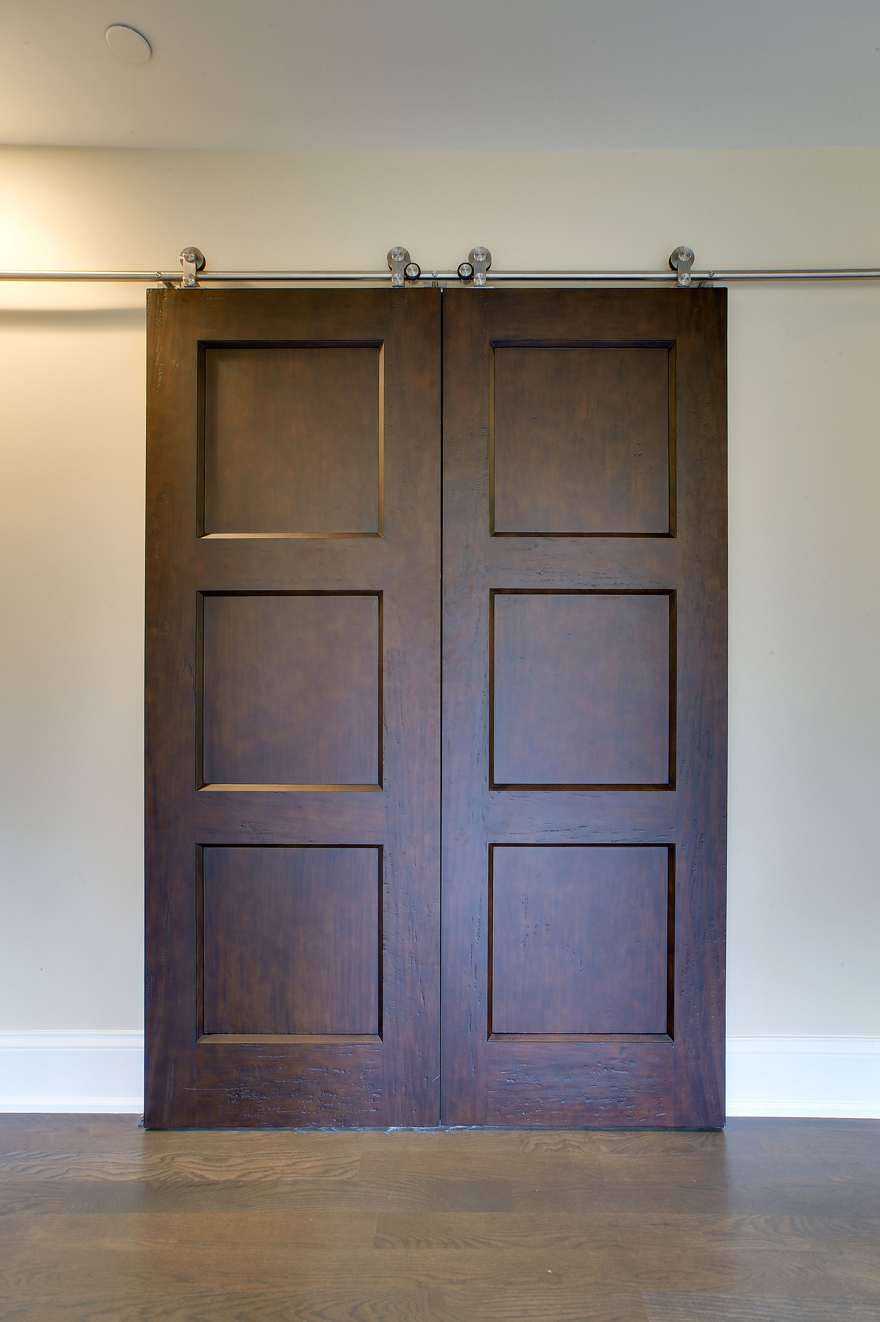 Custom Classic Solid Wood Double Door Barn Doors