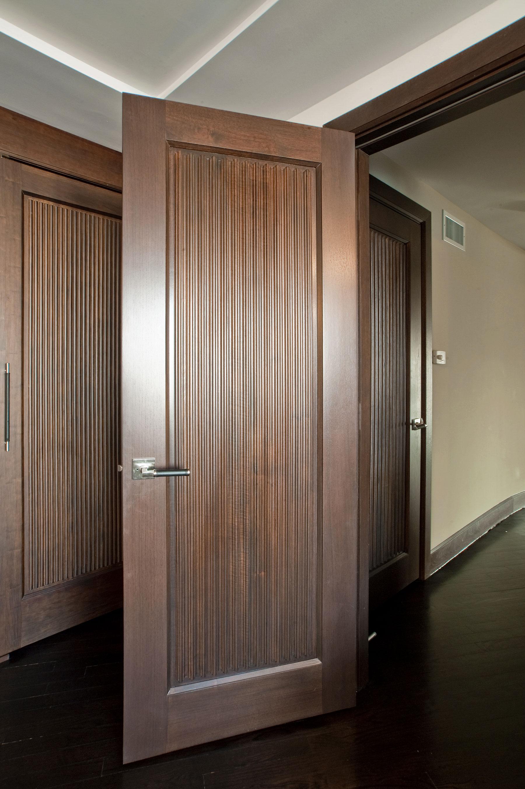 Custom Wood Interior Doors | Custom Interior Solid Wood Door Custom Ridges DBI-580 - Glenview Doors - Custom Doors in Chicago